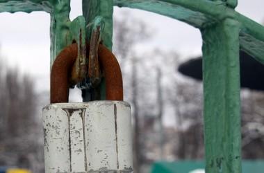 Янукович и Табачник закрыли 557 школ - Бригинец
