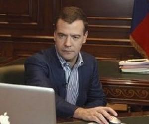 Д.Медведев: украинских министров необходимо проверить на умение пользоваться компьютером