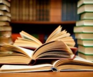 Львовских выпускников просят дарить книги вместо цветов