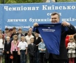 Янукович обещает контролировать здоровье детей из школ-интернатов