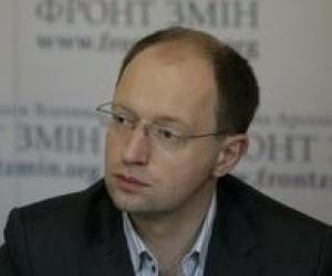 Яценюк против вмешательства политиков в содержание школьных учебников