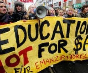 Школьники и студенты Германии вышли на акции протеста