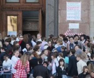 Начало вступительной кампании-2010: очереди и давки во всех регионах страны