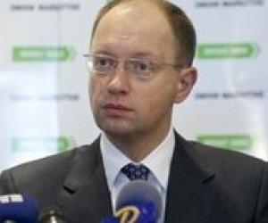 Президент имеет право лично отменить платные услуги для студентов, - А.Яценюк