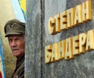 Во Львове портреты Бандеры и Шухевича подарят каждой школе